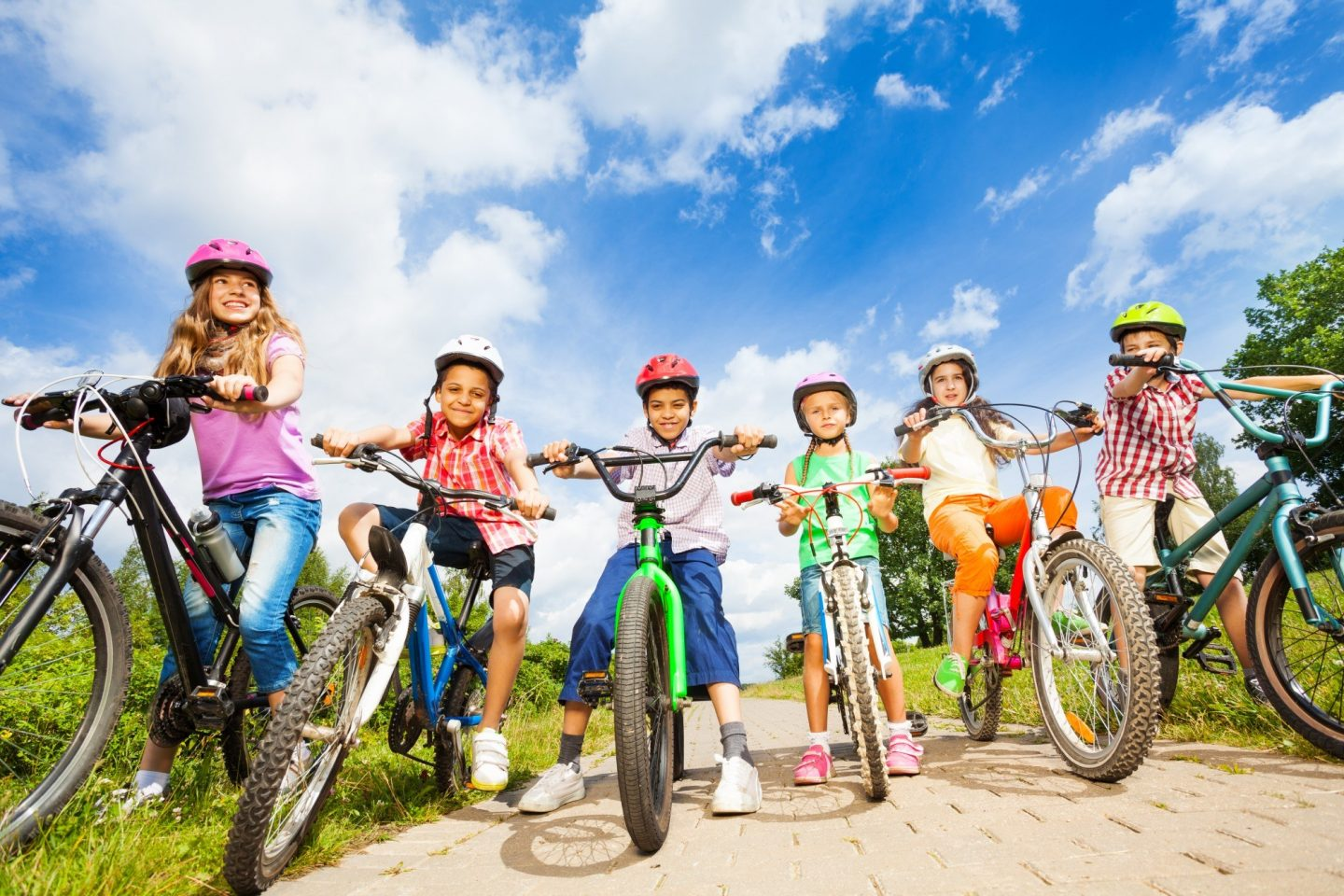 Shutterstock 212390047 kids on bikes on cycle path 2000x1333px